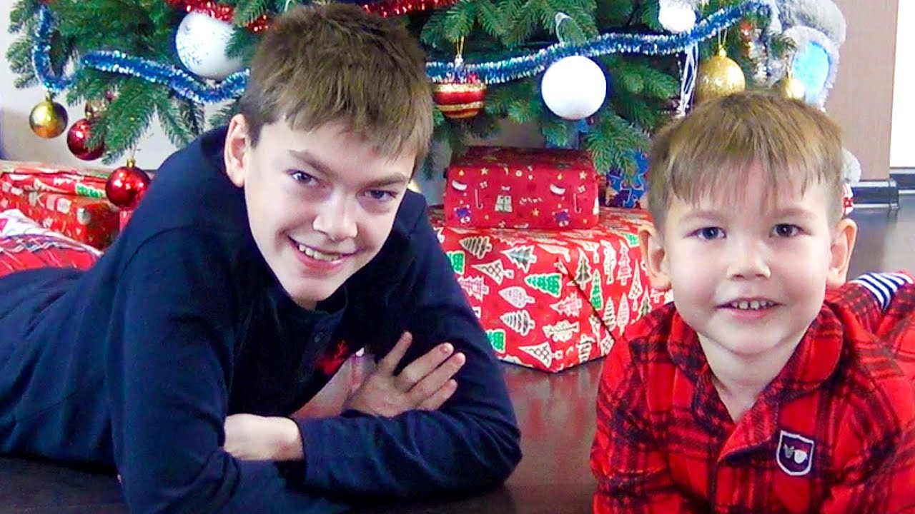 Игрушки и подарки для Влада и Кирилла на новый год 2018 / Влог / Unpacking Christmas presents / Vlog