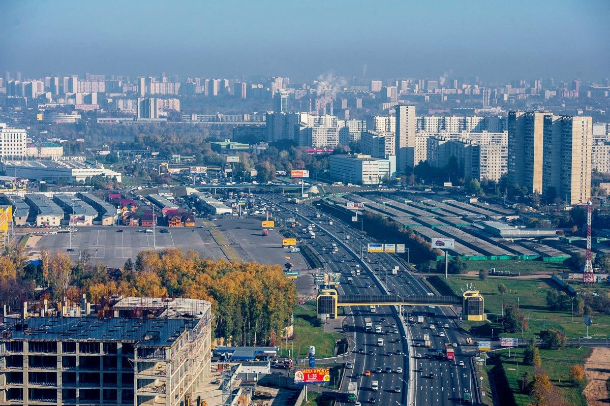 В подмосковном Красногорске улицы затопило дождем.