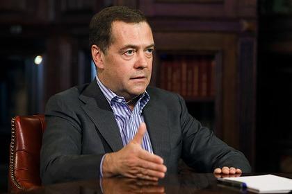Медведев назвал самоизоляцию отрицательной для всех