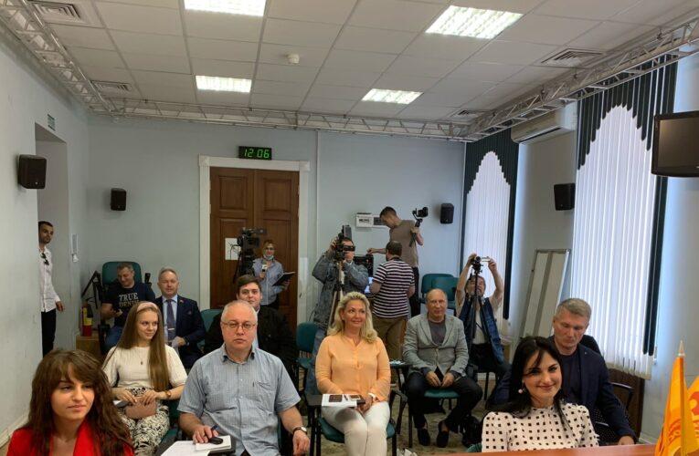 Эсеры настаивают на последовательной политике борьбы с бедностью в современной России.