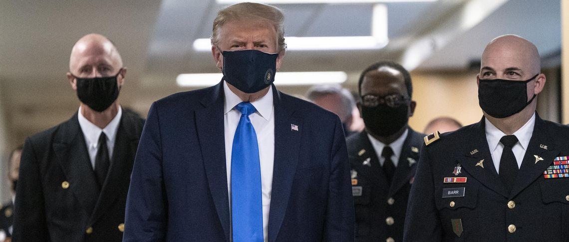 Поляризация США по поводу ношения масок для лица началась сверху и стала еще одним фронтом в продолжающейся культурной войне