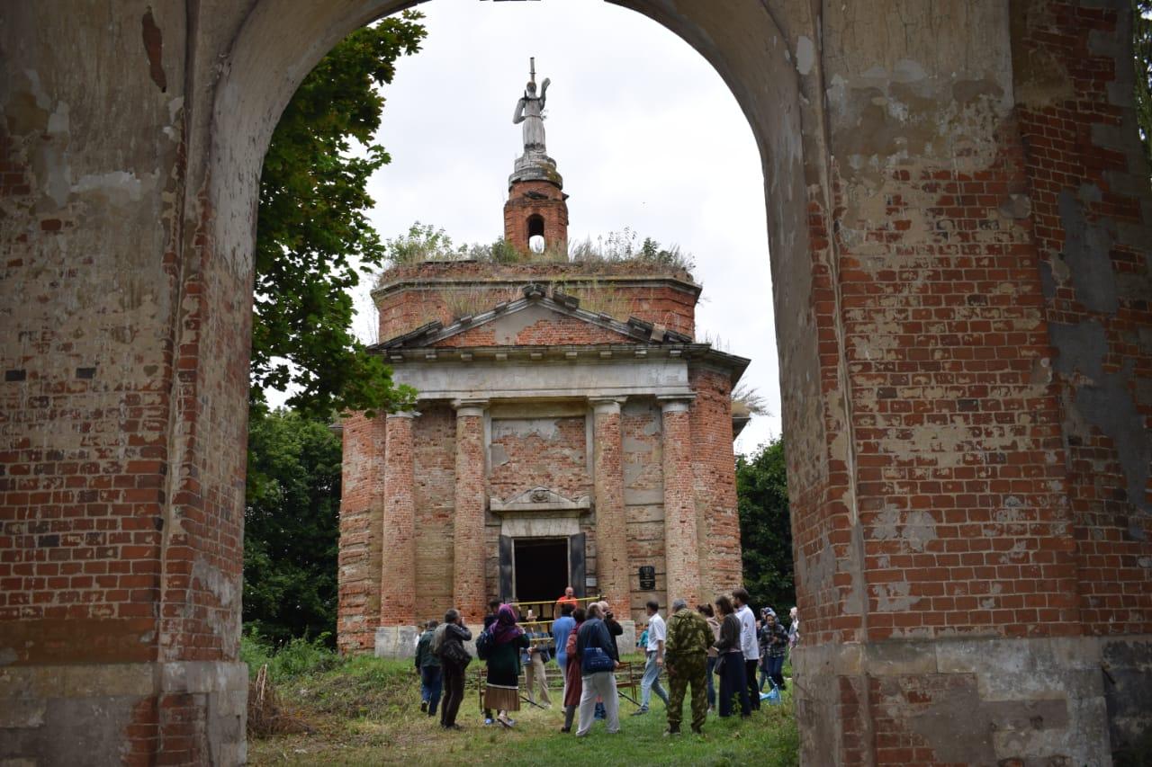 Журналисты обсудили вопросы реставрации храмового комплекса усадьбы Давыдовых в с. Аксиньино
