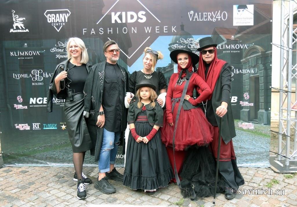 Дизайнер Ирина Шарлау на показе Cinema Fashion на киностудии Мосфильм