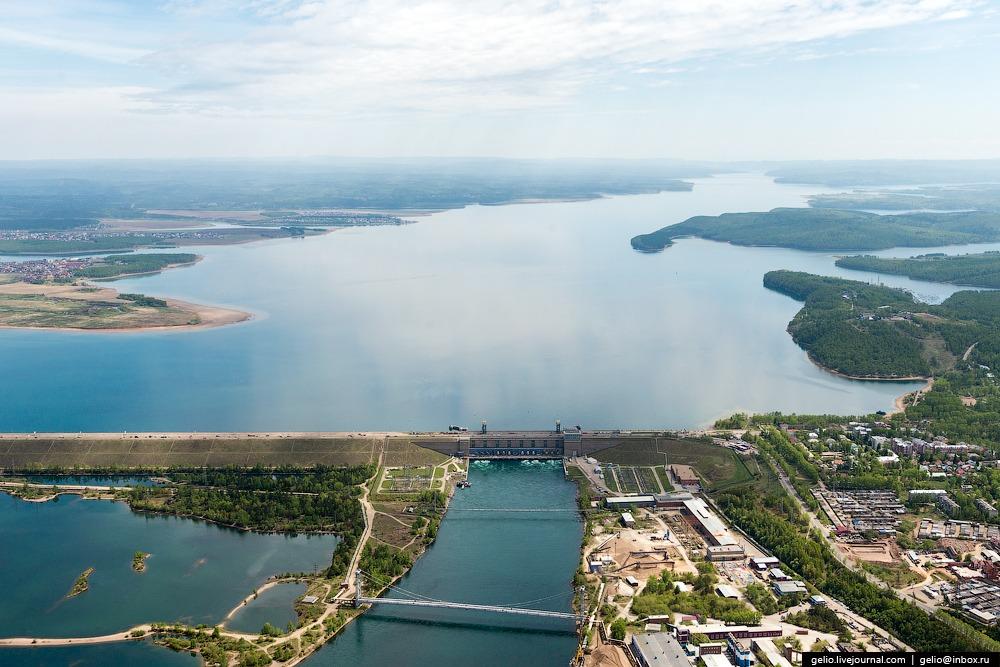 Иркутское водохранилище продолжает сдерживать напор воды в условиях аномально высокой приточности