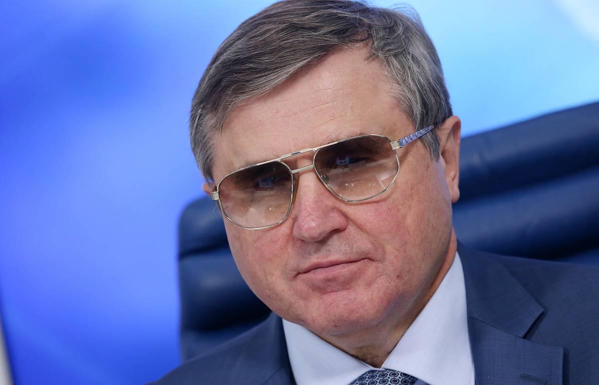 Олег Смолин: «Мы категорически против замены информационными технологиями живого учителя и педагога»