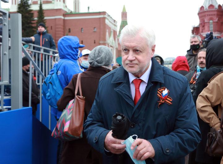 Владимир Путин и Эмомали Рахмон на Параде Победы 2021